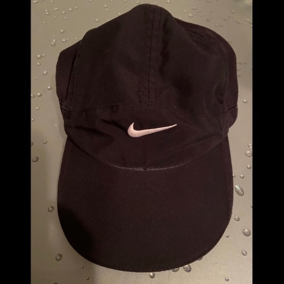 Nike Other - Nike Featherlight Dri-Fit Embroidered White Cap